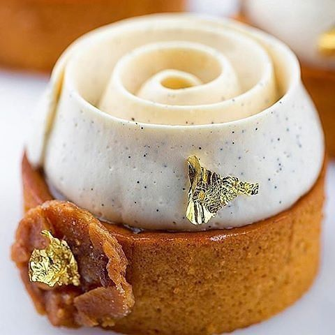 "232 gilla-markeringar, 1 kommentarer - Pastry Inspiration (@pastry_inspiration) på Instagram: ""#Repost @okmycake: By @karim.bourgi #okmycake #hotchocolate #jimmychoo #chocolate #patisserie…"""