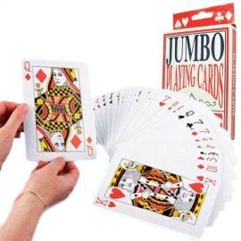 Si te gusta el poker tenemos maletines de poker completos con tapetes y cartas americanas para echar partidas con los amigos