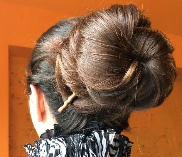 Video Silky Shiny Big Buns In 2020 Thick Hair Styles Bun Hairstyles Big Bun Hair
