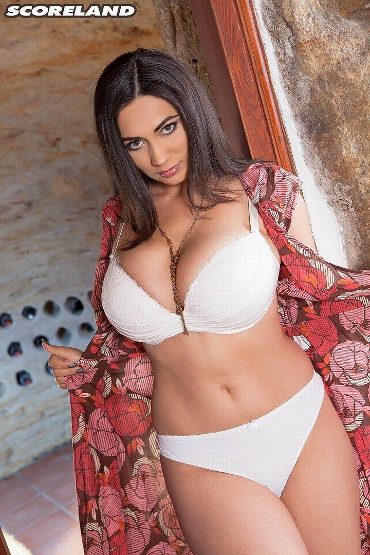 luna big tits