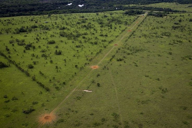 PhotoBlog - Venezuelan soldiers set off explosions to destroy airstrip used by drug traffickers