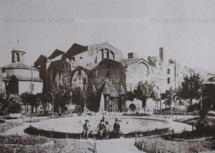 : Terme di Diocleziano e Mostra dell'Acqua Pia (dal 1901 Fontana delle Naiadi) nell'area che diverrà Piazza Esedra Anno: 1885