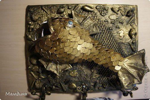 Добрый день! Еще одна рыбка у меня нарисовалась! Спасибо мастерицам Елене Франскевич - http://stranamasterov.ru/node/396961?c=favorite и ОльGун - http://stranamasterov.ru/node/584853?c=favorite. Это они вдохновили меня на творчество. На рыбку у меня ушло 160 - 10 копеечных монет! фото 1