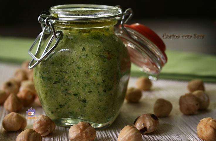 Pesto di zucchine e nocciole. Cercate una valida alternativa al classico pesto?Vi consiglio il pesto di zucchine e nocciole: semplicissimo da preparare