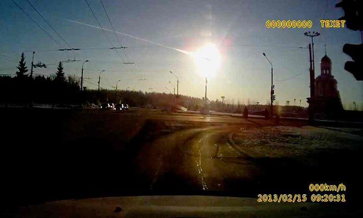 Dashboard camera shot of Chelyabinsk meteor