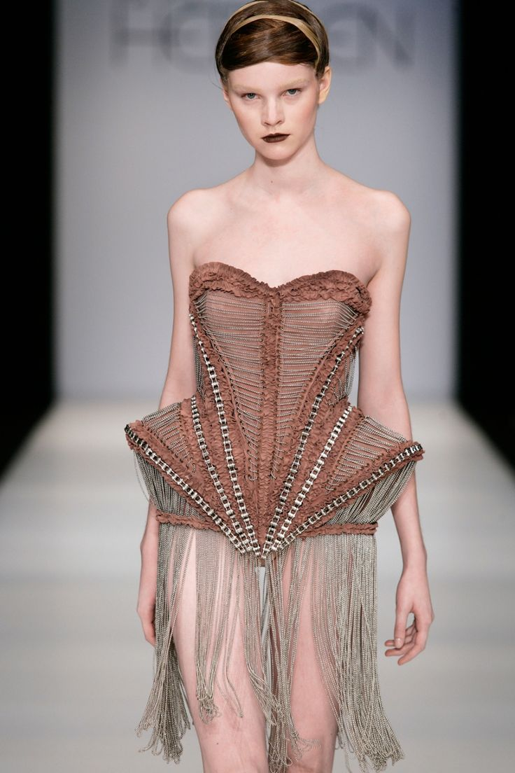 Iris Van Herpen - Mummification (there's just so much going on in the construction/detail that i love)