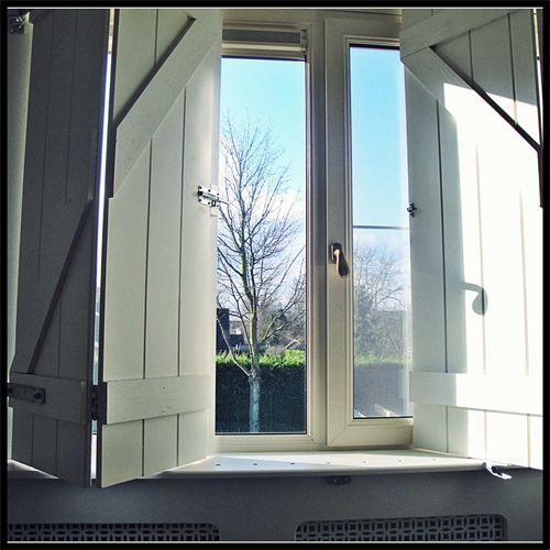 Raamdecoratie: Luiken : Handgemaakte luiken op maat. Houdt kou en warmte buiten. Ideaal bij astma, huistofmijtvrij!