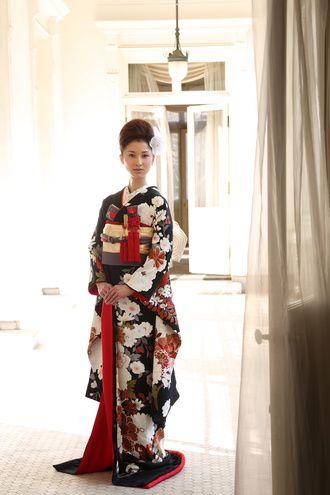 bittersweet(ビタースウィート) 築地店 大人気の黒引き振袖『富貴牡丹文』 http://www.bittersweet.co.jp/japanese.html