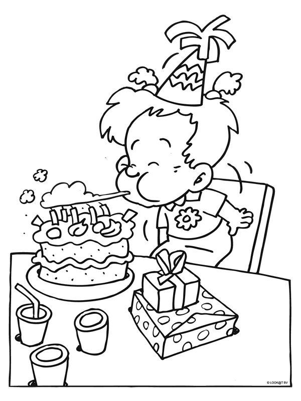 kleurplaat kaarsjes uitblazen happy birthday coloring