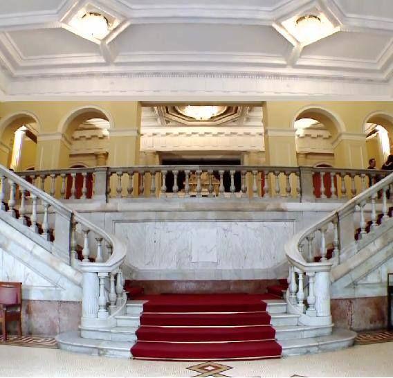 Saguão de entrada - Museu Nacional Belas Artes ❄️ RJ.