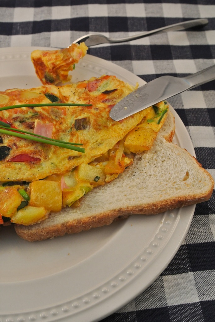 Boerenomelet met groenten, lekkere lunch.