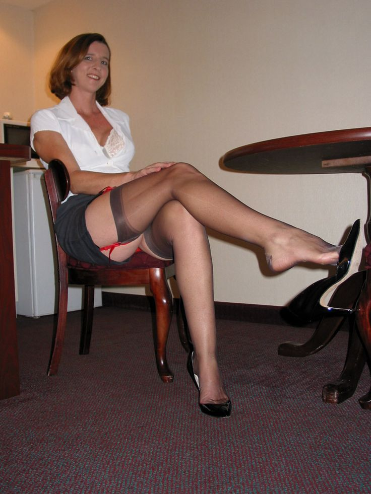 Sau mature office pantyhose love!