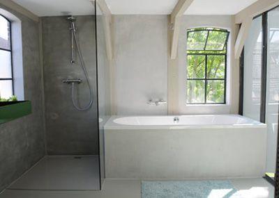 douche naast bad maar dan beter geintegreerd in de ruimte