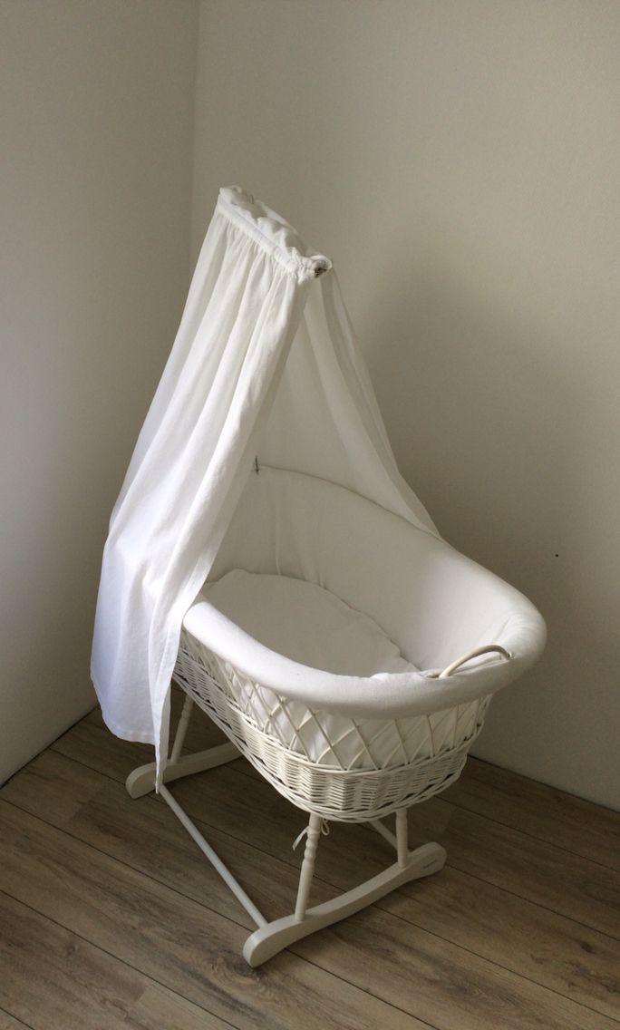 Bezig met de babykamer. Het wiegje staat al klaar voor ons kleine sterretje.. We kunnen niet wachten! Nu al in love <3