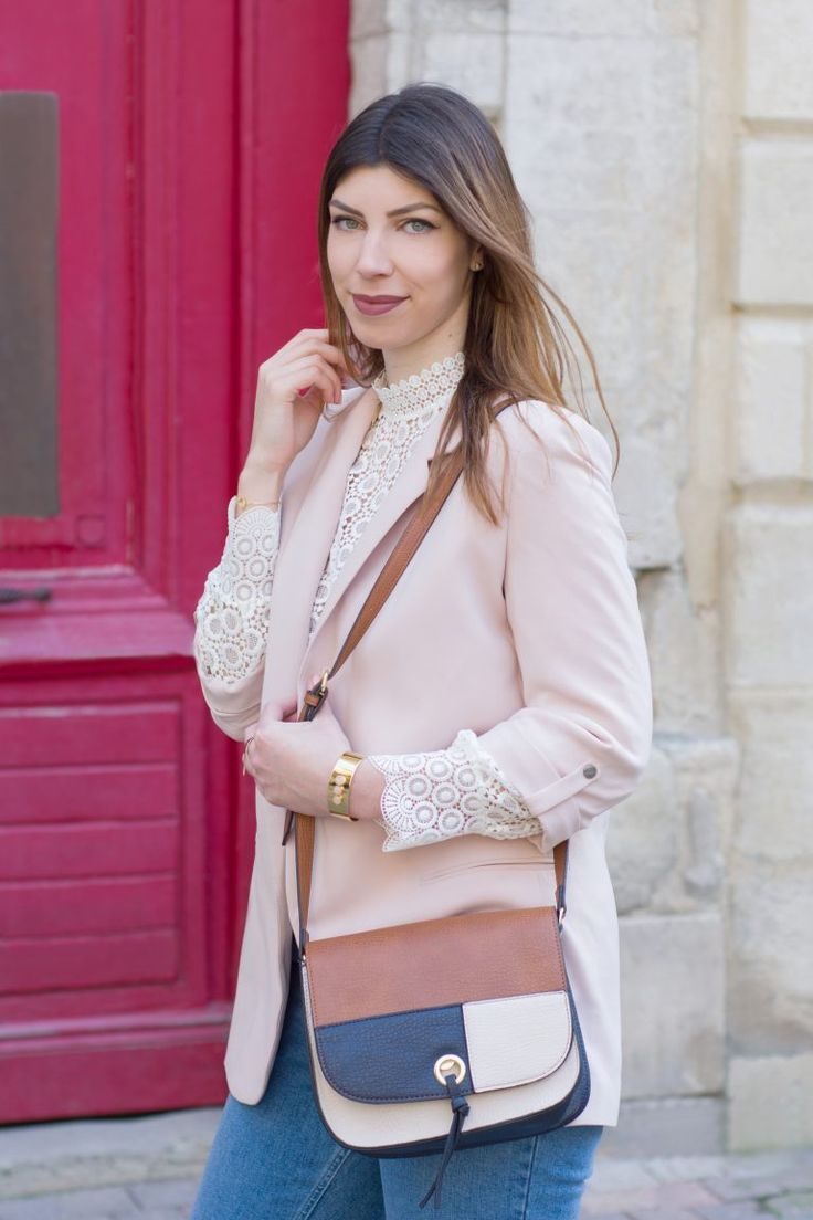 look blazer rose et jean mom