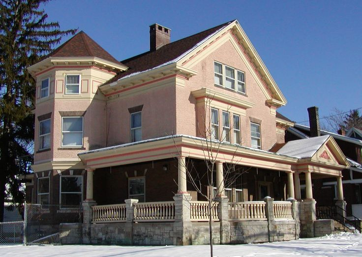 Stucco sided Queen Anne porch