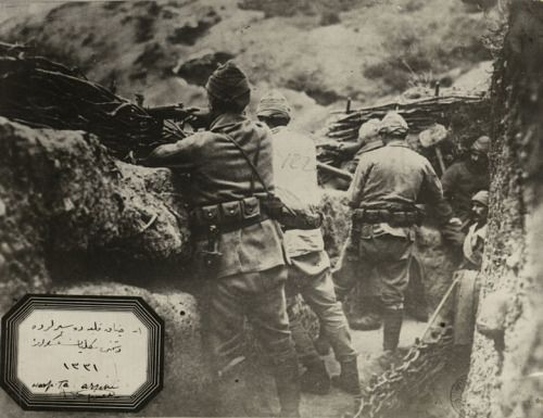 Ottoman soldiers waiting in the trenches, World War I, Gallipoli, 1915