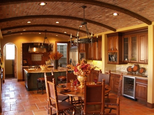 Oh, I Love !: Kitchens Design, Tuscan Kitchens, Tuscan Decor, Eating Places, Tile Floors Design, Country Club, Mediterranean Kitchens, Eating Houses, Tuscan Style