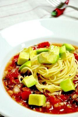 トマトとアボカドの冷製サルサソースパスタ|レシピブログ