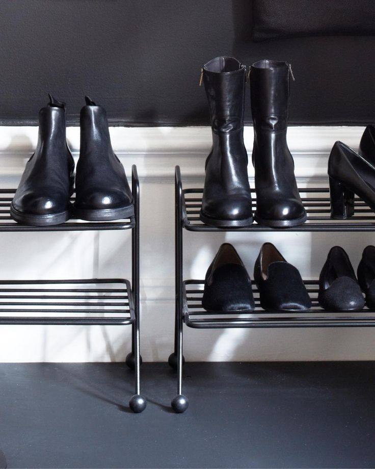 Is it possible to get enough of black shoes? ✨ You find our shoe shelf Bill at our website - www.mazeinterior.se! Made out of 100 % recycled metal wire! 💪🏽