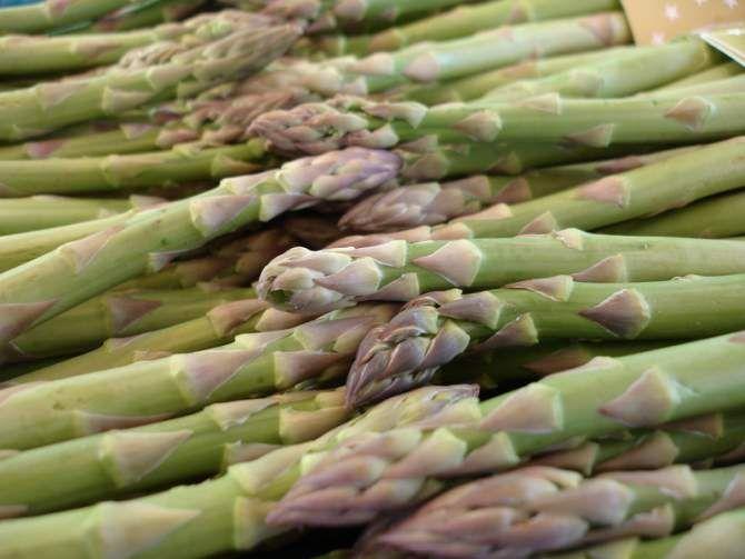 L'ingrediente del mese di Aprile è: l'asparago. Siete stati voi a sceglierlo e, come al solito, avete scelto un ingrediente delizioso che si presta bene per qualsiasi tipo di portata. Adesso non vi resta che dare un'occhiata alle nostre selezioni...