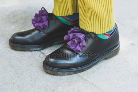 Mailand, Italien - Juni 19: Detail der Schuhe draußen Armani-Modenschau in Mailand Mailand Männer Fashion Week am 19. Juni 2017 bauen