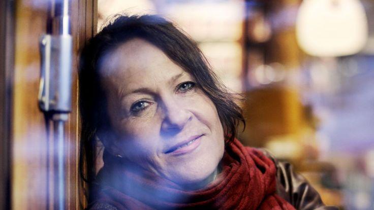 Skriver Vigdis Hjorth om egne traumer, bør hun ha ros for det, skriver Erik Bjerck Hagen.