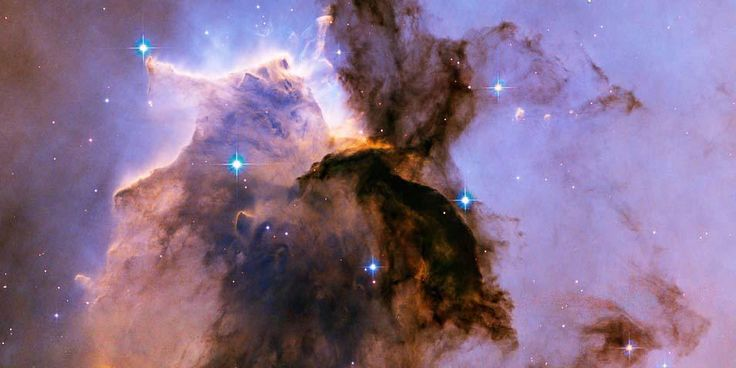 De Hubble-ruimtetelescoop levert maandelijks prachtige foto's af. Maar wat zijn nu de mooiste meesterwerken die deze telescoop heeft 'geschilderd'? De reda