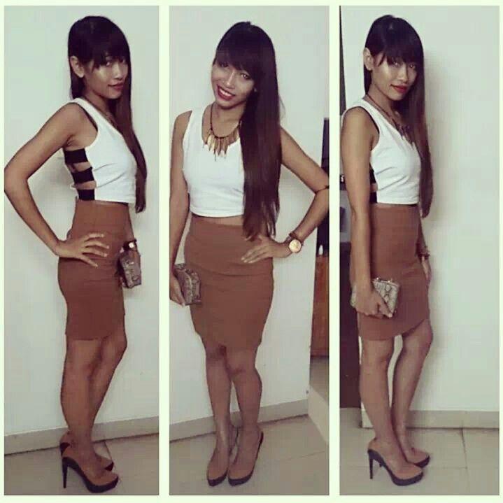 Crop top + highwaist skirt.. party look chic n elegant