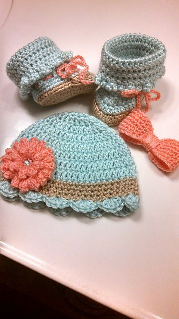 [Free Pattern] Pretty Crochet Baby Beanie With Flower