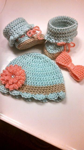 [Free Pattern] Pretty Crochet Baby Beanie With Flower