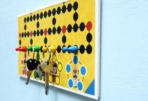 la reine's blog: Mit Brettspiel basteln: DIY Schlüsselbrett