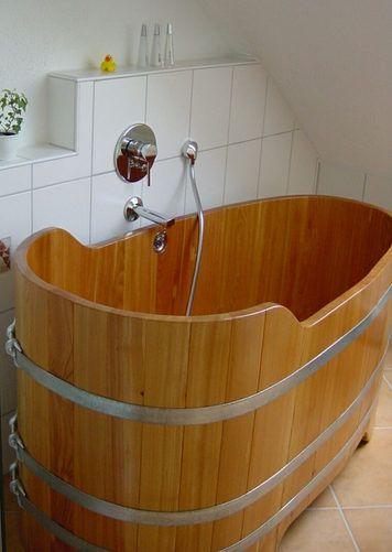 Baignoire sabot en bois - http://www.baignoire-sabot.com/matieres-de-baignoire-sabot/baignoire-sabot-en-bois/