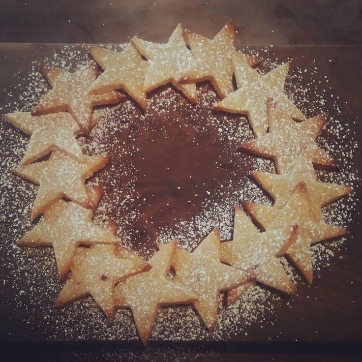 « Pour le #gouter: #guerredesetoiles version #Noël ! #biscuitsdenoel #biscuits #cannelle #cinamon #star #starwars #sucreglace #lesfillesdelacolline… »