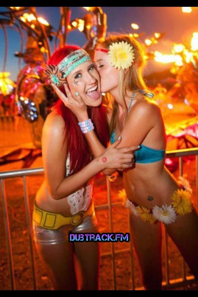 rave outfits, rave girls and flower headbands. #edm #rave #plur