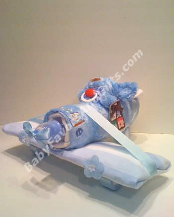 Airplane diaper 'cake' --- If your DH ever needs a co-worker baby gift.  This is darling.
