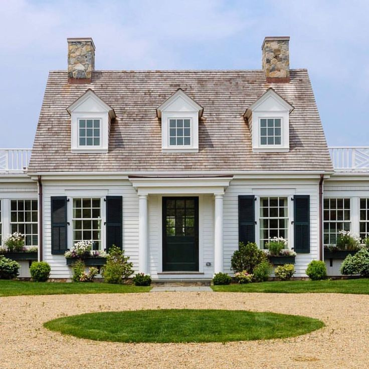 Best 25 cape cod exterior ideas on pinterest cape cod for Pictures of cape cod style homes