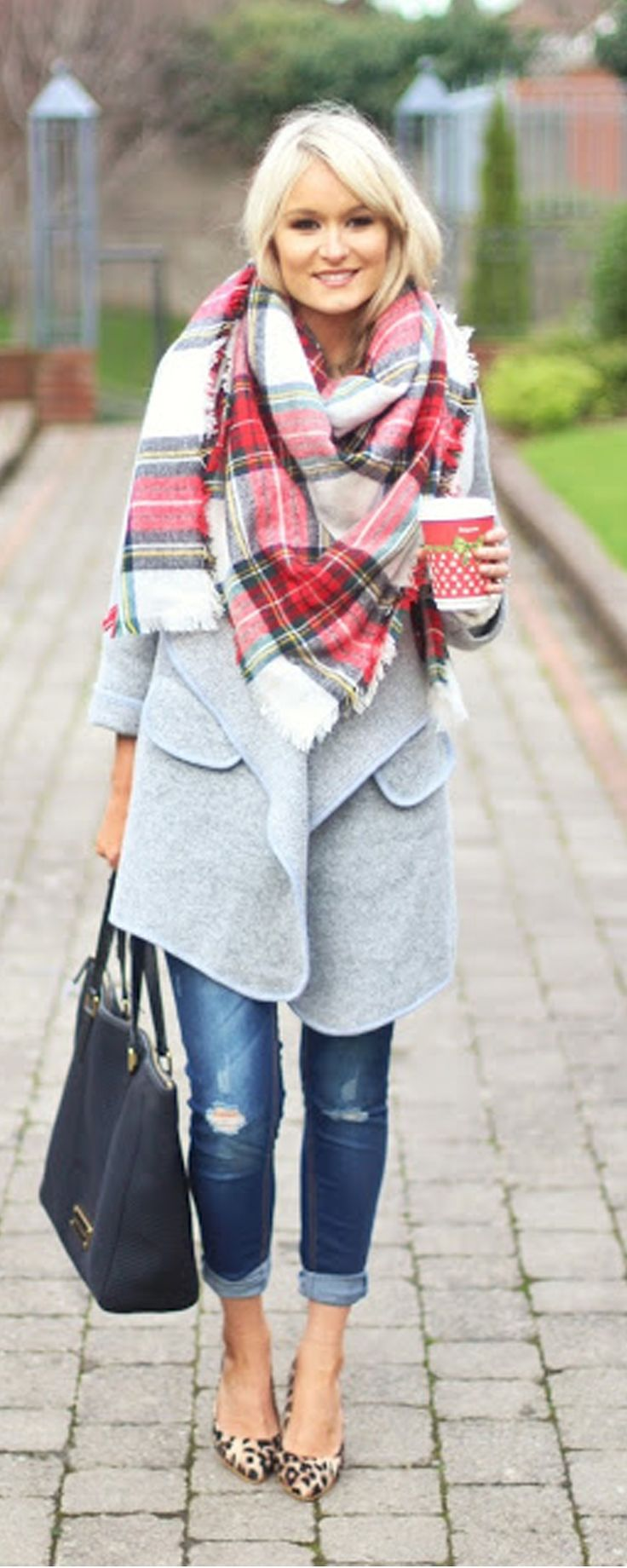 No dare for snowing winter ! Go fun free with this Multi-color Plaid Fringe Scarf ! Soft touch and street fashion !More classic scarves at m.shein.com!