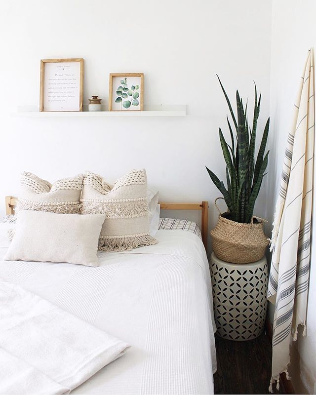 The Summer Vibes We Had In Guest Room Are All Sorts Of Right But Is It Wrong I M Starting To Think Of How I Want To Inco Bedroom Decor Cozy Warm bedroom ideas pinterest