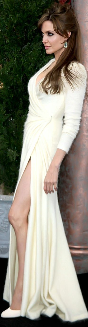 Angelina Jolie in Versace -Luxurydotcom
