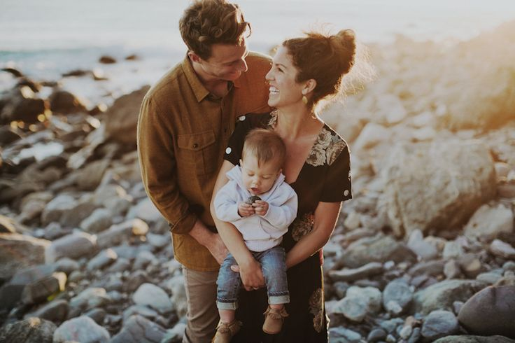 Love the style of these happy family pics!