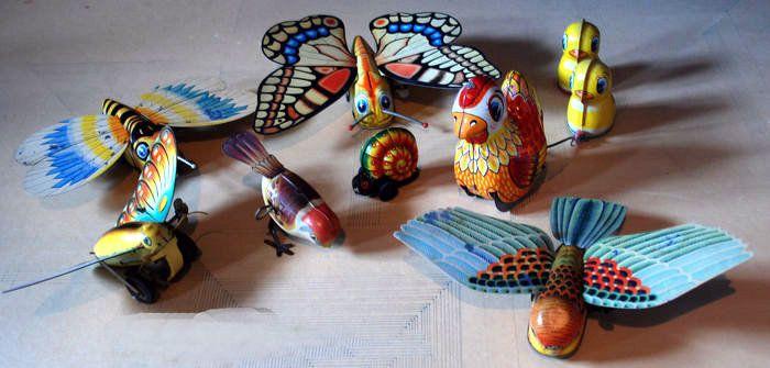 Yone Japan/Lehmann W-Germany/China - Lengte 5-20 cm - Kavel met 7 Blikken Vlinders Vogels en Slak met frictie/uurwerkmotor jaren 60/90  Gebruikssporen op sommige vleugels [versleten kleuren]. Worden aangetekend verzonden.  EUR 2.00  Meer informatie