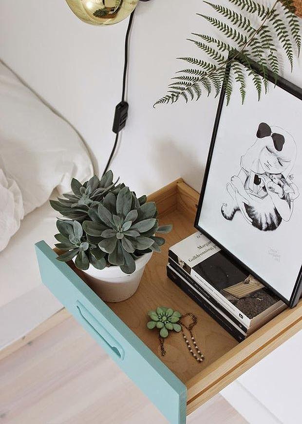 As gavetas daquela velha cômoda ou criado-mudo podem dar lugar a um belo nicho, uma mesinha de centro ou até um aparador!