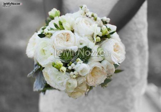 http://www.lemienozze.it/gallerie/foto-bouquet-sposa/img28641.html  Bouquet sposa di peonie bianche