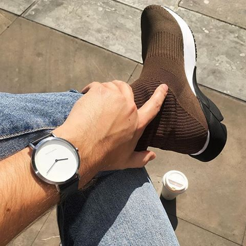 Men's style // featuring The Brushed Silver ⌚️ // part of our unisex minimal #watchcollection with Free worldwide delivery 🌏 Photo: @mark_andrew_kelly