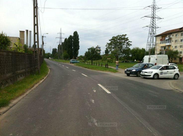 Asfalt nou, de peste 150.000 de euro, pe strada Dunarea. Spatiile verzi sunt folosite ca parcari