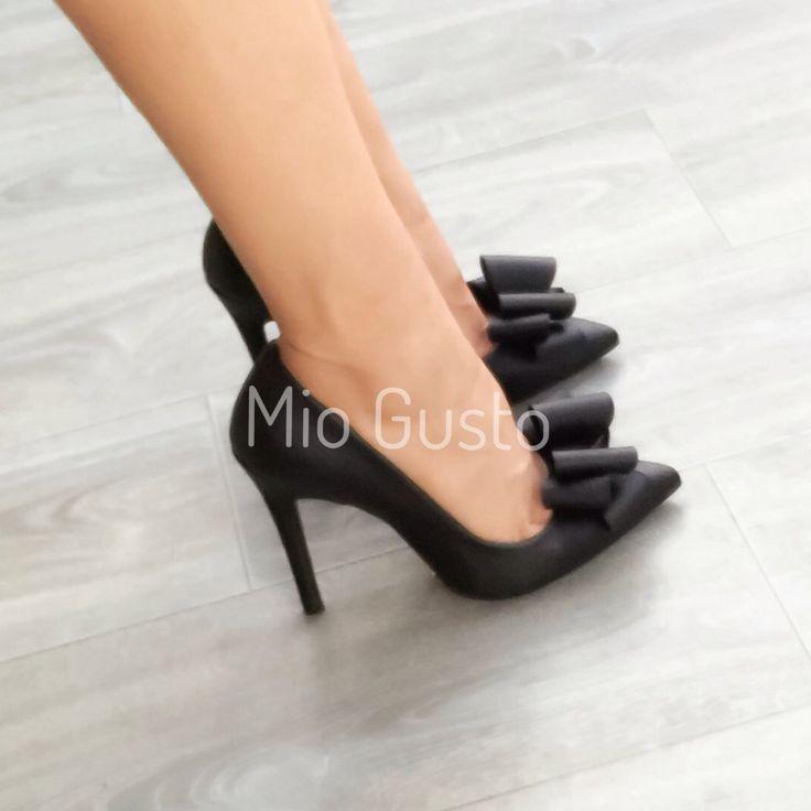 PAPILLON nero pompe con nastri / pompe / tacco alto scarpe / nastri / nero / nero scarpe di MIOGUSTO su Etsy https://www.etsy.com/it/listing/251085720/papillon-nero-pompe-con-nastri-pompe