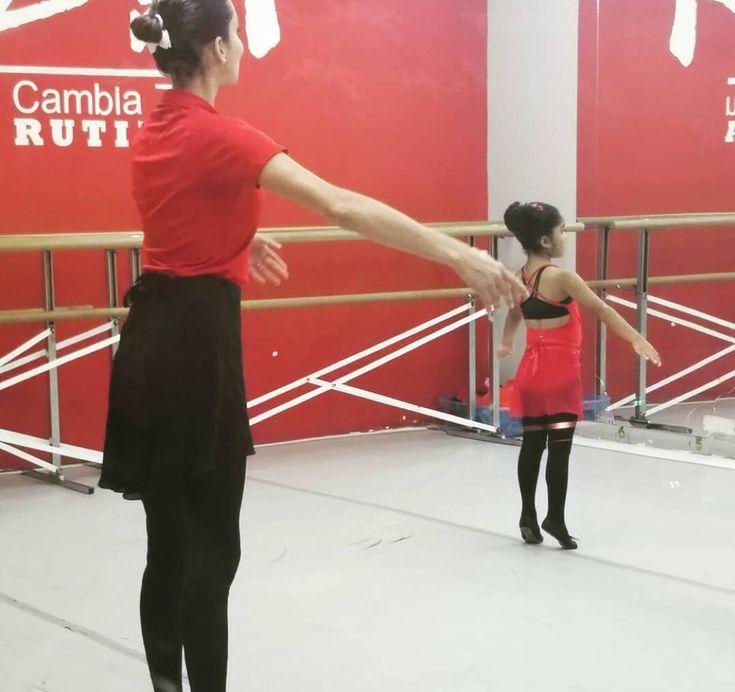 AXDA: Receso de Navidad — RECESO DE NAVIDAD, DESDE EL MARTES 2/ENERO/18 HASTA HOY MIERCOLES, 3/ENERO/18. CLASES INICIAN MAÑANA JUEVES, 4/ENERO/18.  Visita nuestro calendario para detalles.   En la imagen: Alana Torres, durante su clase de Ballet Infantil.