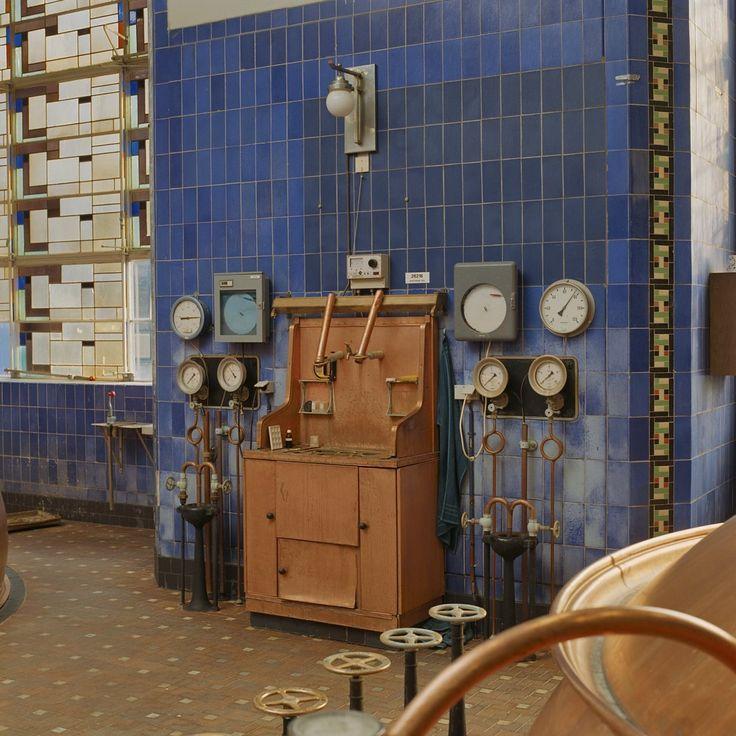 Interieur brouwzaal, gezicht op drukapparatuur - Breda - 20349161 - RCE - Drie Hoefijzers (bedrijf) - Wikipedia