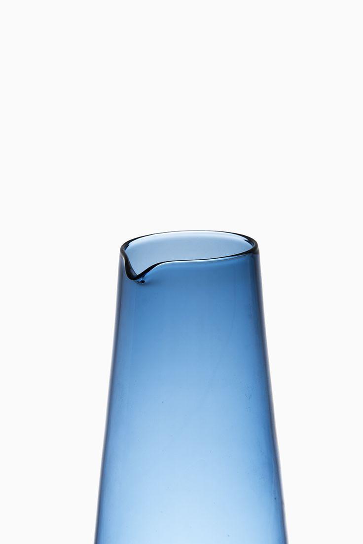 Timo Sarpaneva glass carafe by Iittala, more Timo Sarpaneva glass at Studio Schalling #midcenturymodern #iittala #sarpaneva